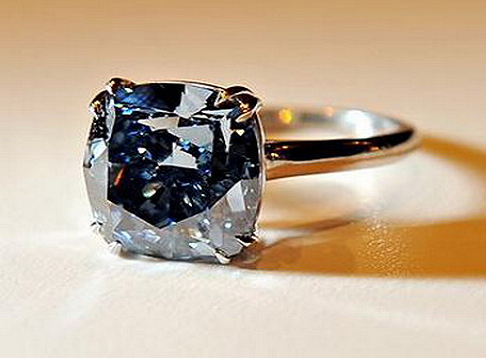 Flawless-Blue-Diamond-Ring