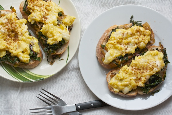 Egg scramble with greens