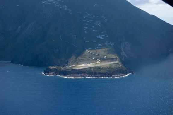 Juancho E. Yrausquin Airport, Saba Island